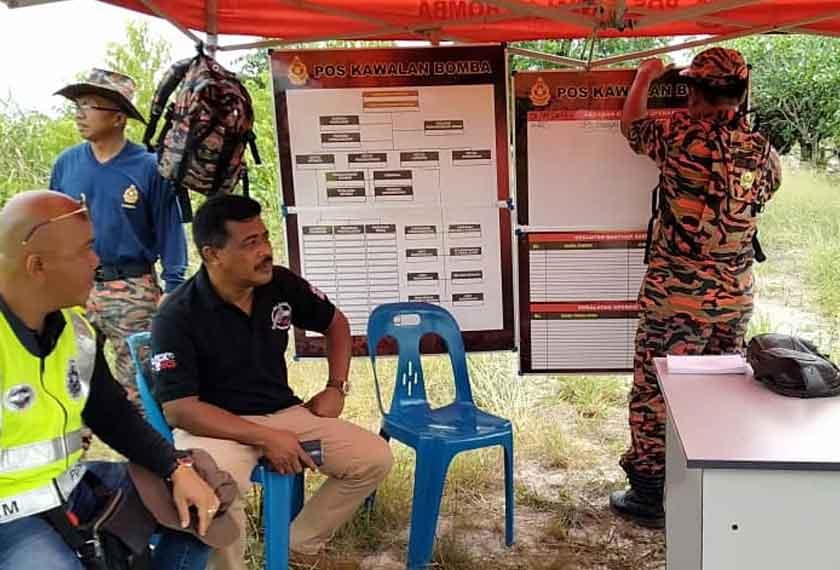 Gerakan SAR sedang dilaksanakan di Batang Suai, Niah untuk mencari rakyat Indonesia yang dikhuatiri lemas. – Gambar ihsan Jabatan Bomba dan Penyelamat Negeri Sarawak.
