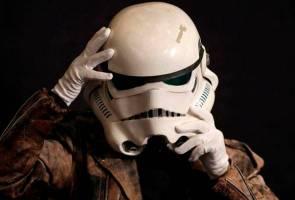 'Helmet' Stormtrooper, kostum Joker dari filem asal antara yang bakal dilelong