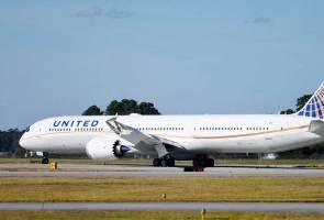 Pesawat dilencong untuk 'bebaskan' penumpang terperangkap dalam tandas