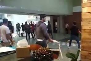 Pemilik kedai cedera diserang sekumpulan lelaki di pusat beli-belah