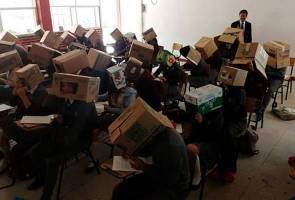 Pelajar dipaksa pakai kotak untuk elak meniru