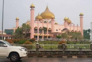 Hujan kurangkan jerebu di Sarawak