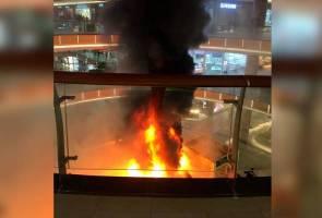 Ruang pameran perkakas pusat beli belah di JB terbakar