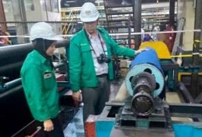 Operator kilang tayar maut tangan tersepit mesin