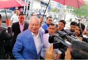 2 jam Najib beri keterangan di Bukit Aman