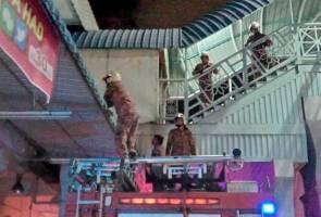 Kanak-kanak terperangkap atas bumbung, cuba selamatkan anak kucing
