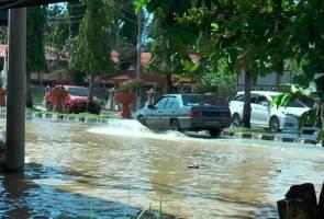 "Banjir Arau: ""Dari zaman saya anak dara sampailah dah beranak..."""