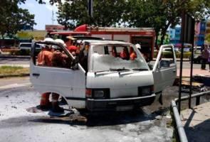 Pemandu cemas, van dipandu tiba-tiba terbakar