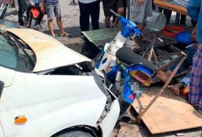 Perodua Viva rempuh gerai air soya, pelanggan dan peniaga parah