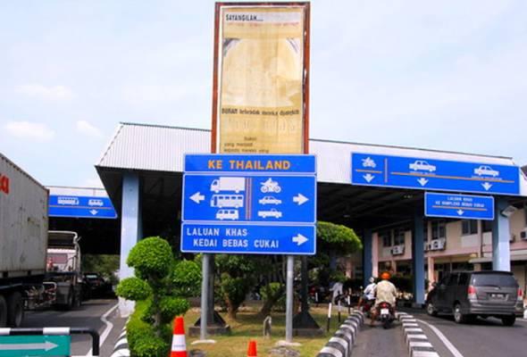 Ketika ini, operasi ICQS di Padang Besar bermula dari pukul 6.00 pagi dan berakhir pada pukul 10.00 malam, manakala di Wang Kelian operasinya bermula dari pukul 7.00 pagi sehingga pukul 7.00 malam. - BERNAMA   Astro Awani