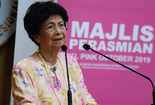 Isteri Perdana Menteri Tun Dr Siti Hasmah Mohd Ali menyampaikan ucapan perasmian Kempen Kesedaran Kanser Payudara Peringkat Wilayah Persekutuan Kuala Lumpur di Hospital Kuala Lumpur hari ini. - Foto BERNAMA | Astro Awani