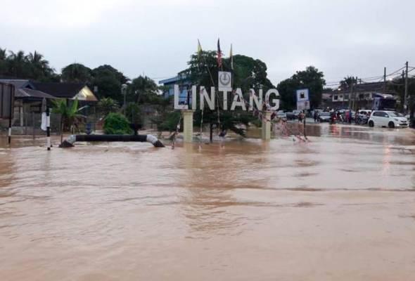 Keadaan banjir di Kampung Lintang di Sungai Siput pagi ini. Foto ihsan APM   Astro Awani