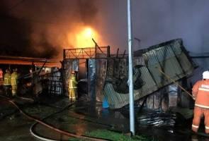 Tiga rumah kedai musnah dalam kebakaran awal pagi