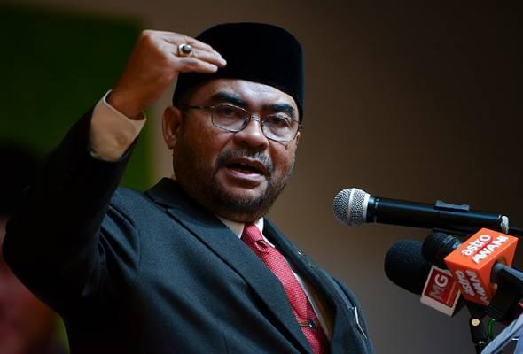 Datuk Seri Dr Mujahid Yusof, berkata langkah itu perlu dilakukan kerana hubungan masyarakat berbilang kaum dan agama di Malaysia ketika ini agak rapuh. - Gambar fail   Astro Awani