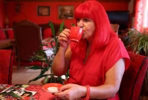 Siapakah 'Wanita Merah' dari Bosnia ini?