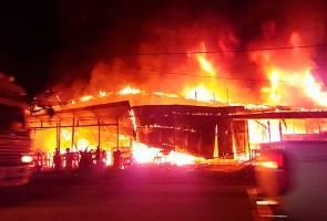 Lima kedai musnah dijilat api
