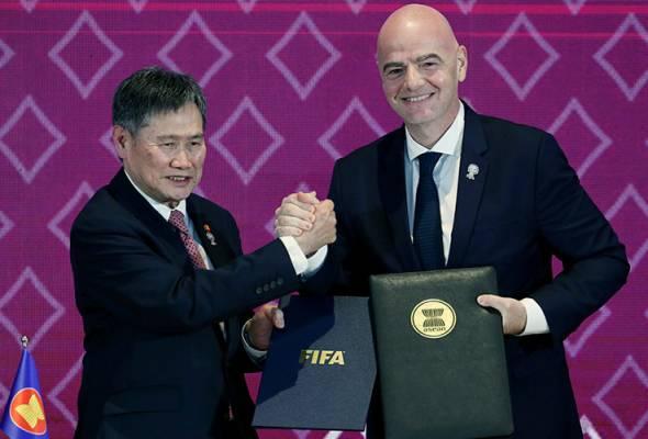 Kerjasama itu bakal menyaksikan FIFA dan ASEAN melaksanakan strategi bersama untuk mempromosi gaya hidup sihat dan penyertaan infklusif dalam sukan bola sepak. - Reuters   Astro Awani
