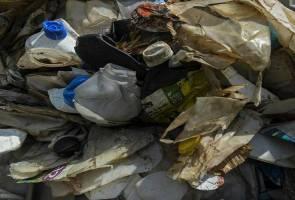 UK ambil balik 42 kontena sisa plastik dari Malaysia