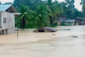 Banjir Kuala Krai: Bomba selamatkan tiga keluarga terperangkap