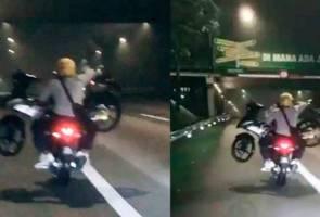 Lelaki beri penjelasan video tular pikul motosikal rosak