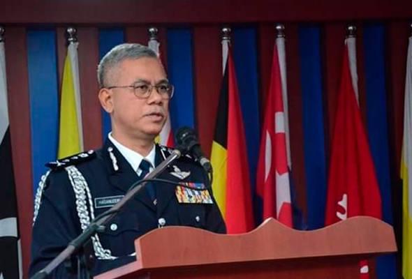 Ketua Polis Kelantan, Datuk Hasanuddin Hassan berkata, dalam serbuan itu pihaknya menjumpai kulit kepala harimau belang yang dikeringkan, satu kuku, dua gigi taring dan satu keping kulit harimau dalam rumah itu. - Foto PDRM | Astro Awani