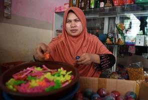 Ibu tunggal OKU penglihatan kental buat empat kerja demi sara keluarga
