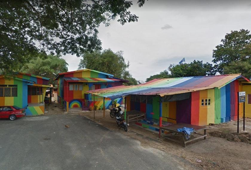 Rumah pelangi di Kampung Sungai Budor. -Google Maps