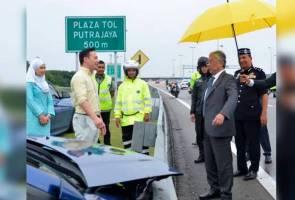 Agong periksa dua kemalangan berlaku sekitar Putrajaya