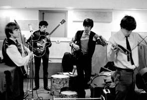 Gambar detik mula perjalanan karier Rolling Stones, yang tidak pernah disiar