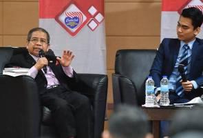 Martabatkan Bahasa Melayu di universiti - Awang Sariyan