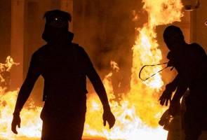 Polis serbu universiti, ancam tembak penunjuk perasaan dengan peluru hidup