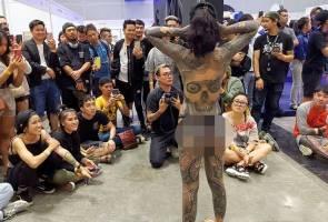 """""""Maafkan kami, kecuaian ini tidak sepatutnya berlaku"""" - penganjur ekspo tatu minta maaf pada rakyat Malaysia"""