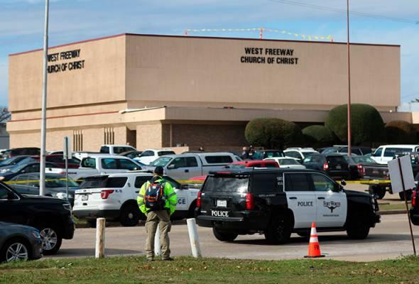 Dua maut, termasuk penyerang, dalam insiden tembakan di gereja