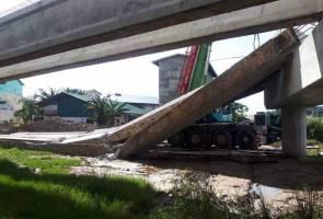 Jambatan dalam pembinaan runtuh di Miri