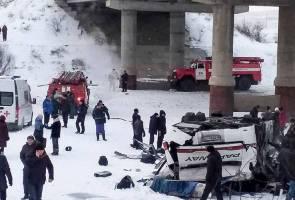 19 maut, 22 cedera bas terjunam dalam sungai di Rusia