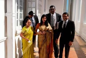 Mahkamah tangguh dengar permohonan interim wanita dakwa isteri Samy Vellu