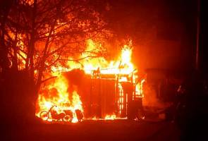 Tiga kedai musnah dalam kebakaran awal pagi