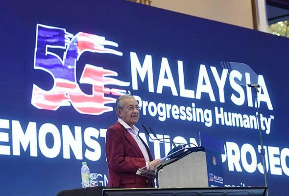 Tun Dr Mahathir Mohamad mahu rakyat Malaysia terutamanya mereka yang berada di bidang pekerjaan untuk menambah ilmu berkaitan teknologi.