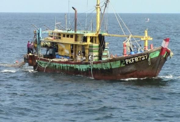 Bot nelayan ditahan di zon larangan, 600kg ikan dirampas