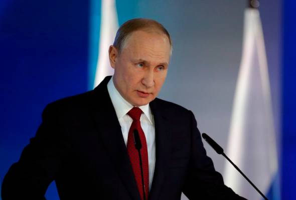 Russian government quits after Putin proposes constitutional changes that weakens presidency.