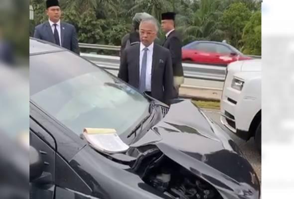Agong sekali lagi turun kenderaan periksa mangsa kemalangan Lebuhraya MEX