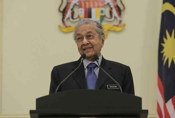 Dr Mahathir berkata, kerajaan tidak bercadang untuk melakukan pemeriksaan terhadap mereka. - Gambar Astro AWANI/Shahir Omar   Astro Awani