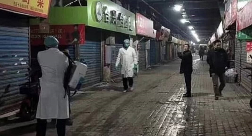 Keadaan sebuah jalan di Wuhan yang lenggang selepas dilanda wabak koronavirus ketika ini.