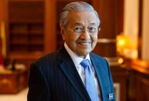 Tun Mahathir pangku jawatan Menteri Pendidikan