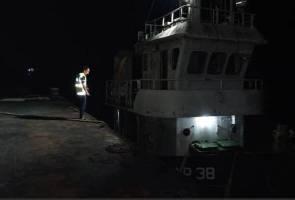 Remaja dikhuatiri lemas, perahu karam ketika latihan mendayung