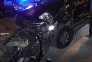 Pemandu 4WD ditahan penduduk selepas rempuh kereta, tiang elektrik di Klang