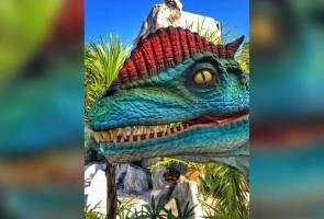 Ramah mesra dengan dinosaur di Jurassic Croc Taman Buaya Langkawi