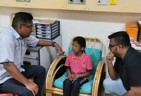 Kanak-kanak malang itu ditemui disembunyikan di belakang pintu dan kelihatan ketakutan serta trauma. - Gambar fail | Astro Awani