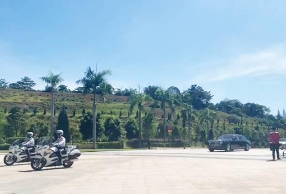 Raja-Raja Melayu mula tiba di Istana Negara