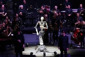 Bila robot jadi konduktor muzik orkestra